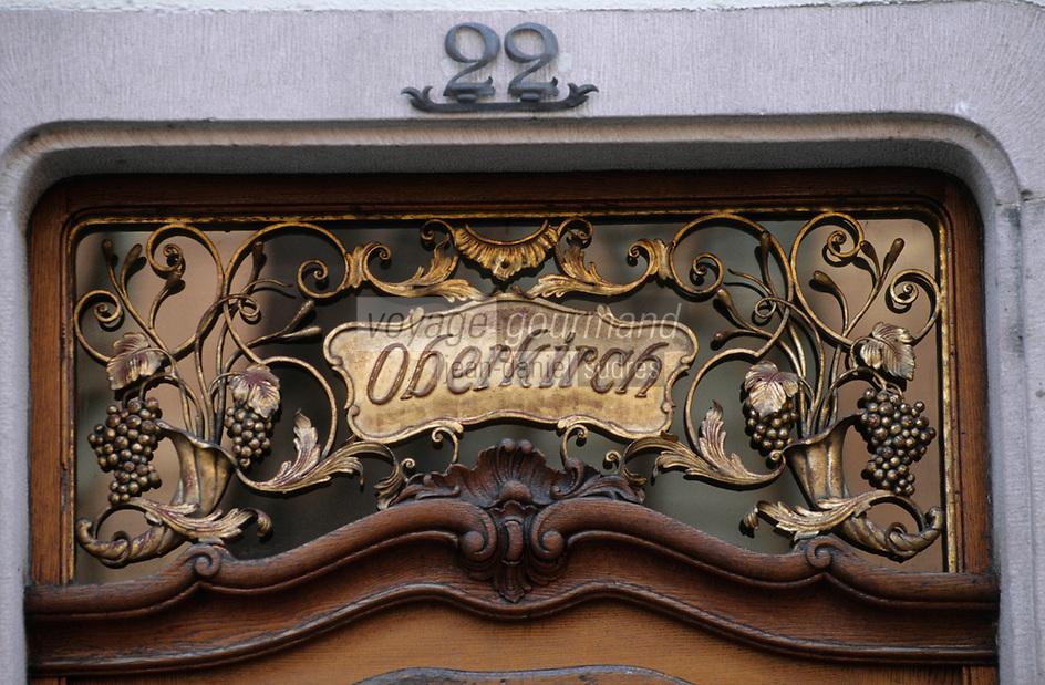 Europe/Allemagne/Forêt Noire/Fribourg : Porte d'un bar à vin place de la Cathédrale