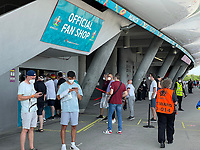 Fans am Fanshop bei der EURO2020 in München<br /> - Muenchen 19.06.2021: Deutschland vs. Portugal, Allianz Arena Muenchen, Euro2020, emonline, emspor, <br /> <br /> Foto: Marc Schueler/Sportpics.de<br /> Nur für journalistische Zwecke. Only for editorial use. (DFL/DFB REGULATIONS PROHIBIT ANY USE OF PHOTOGRAPHS as IMAGE SEQUENCES and/or QUASI-VIDEO)