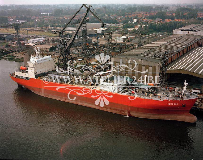 1990. Schip Sombeke bij de Boelwerf scheepswerf in Temse.