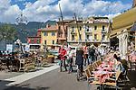 Italy, Veneto, Lake Garda, Malcesine: café at Porto Malcesine in old town   Italien, Venetien, Gardasee, Malcesine: Café am Porto Malcesine in der Altstadt