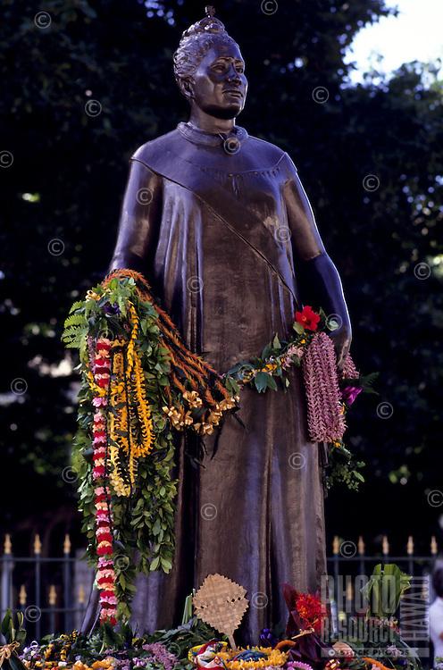 "Statue of Queen Liliuokalani, observance of 100th anniversary of overthrow of the Hawaiian monarchy/""Onipa'a;"" Iolani Palace, Honolulu, Hawaii.1-17-93"