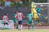 ZIPAQUIRA - COLOMBIA, 03-02-2021: Cristian Bonilla arquero, Pablo Sabbag de Equidad en acción durante partido entre La Equidad y Atlético Junior por la fecha 4 como parte de la Liga BetPlay DIMAYOR I 2021 jugado en el estadio Los Zipas de la ciudad de Zipaquirá. / Cristian Bonilla, goalkeeper, Pablo Sabbag of Equidad in action during match between La Equidad and Atlético Junior for the date 4 as part BetPlay DIMAYOR League I 2021 played at Los Zipas stadium in Zipaquira city. Photo: VizzorImage / Daniel Garzon Erazo / Cont