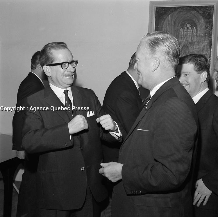 Daniel Johnson et Jean Lesage<br /> , le 19 Juin 1961 au Cafe du Parlement<br /> <br /> Photographe : Photo Moderne<br /> - agence Quebec Presse