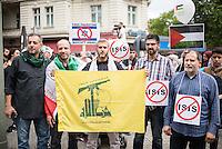 """Ca. 1000 Menschen protestierten am Samstag den 11. Juli 2015 in Berlin mit einer Demonstration anlaesslich des anti-israelischen Al Quds-Tag. Sie riefen Parolen wie """"Kindermoerder Israel"""" und """"Israel raus aus Palaestina"""".<br /> Am sogenannten Al Quds-Tag protestieren weltweit Muslime gegen die Besetzung der palaestinensischen Gebiete durch Israel.<br /> Etwa 2050 bis 300 Menschen protestierten gegen die Demonstration.<br /> Rechts im Bild: Ein Demonstrationsteilnehmer haelt die gelb-gruene Fahne der islamistischen Hisbollah-Partei und seine Mitdemonstranten haben Schilder gegen die Terrororganisation Islamischer Staat, IS.<br /> 11.7.2015, Berlin<br /> Copyright: Christian-Ditsch.de<br /> [Inhaltsveraendernde Manipulation des Fotos nur nach ausdruecklicher Genehmigung des Fotografen. Vereinbarungen ueber Abtretung von Persoenlichkeitsrechten/Model Release der abgebildeten Person/Personen liegen nicht vor. NO MODEL RELEASE! Nur fuer Redaktionelle Zwecke. Don't publish without copyright Christian-Ditsch.de, Veroeffentlichung nur mit Fotografennennung, sowie gegen Honorar, MwSt. und Beleg. Konto: I N G - D i B a, IBAN DE58500105175400192269, BIC INGDDEFFXXX, Kontakt: post@christian-ditsch.de<br /> Bei der Bearbeitung der Dateiinformationen darf die Urheberkennzeichnung in den EXIF- und  IPTC-Daten nicht entfernt werden, diese sind in digitalen Medien nach §95c UrhG rechtlich geschuetzt. Der Urhebervermerk wird gemaess §13 UrhG verlangt.]"""