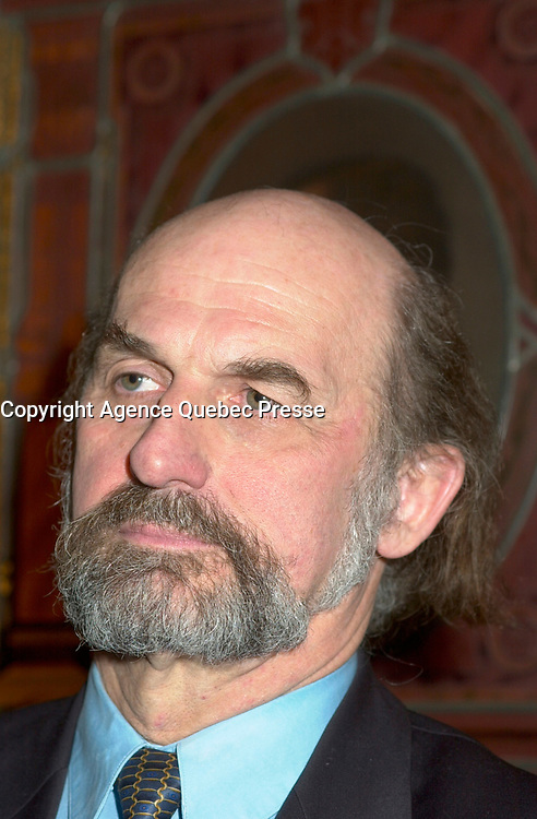 Guy Bouthilier ; President of the  SociÈtÈ Saint-Jean-<br /> Baptiste, at the Olivar Asselin Journalism award ceremony, December 10th 2001 in Montreal, CANADA<br /> <br /> This year award was given to former Radio Canada journalist Normand Lester<br /> (Photo by Pierre Roussel - Images Distribution)<br /> ON SPEC<br /> NOTE l Nikon D-1 jpeg opened with Qimage icc profile, saved in Adobe 1998 RGB.