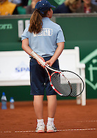 11-07-13, Netherlands, Scheveningen,  Mets, Tennis, Sport1 Open, day four, A ball girl and a ball boy in duel over a broken racket, the ball girl won.<br /> <br /> <br /> Photo: Henk Koster