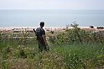 UKRAINE: Sherokyne frontline, a soldier of the Donbass battalion is looking at Shyrokyne beach that was a holiday place before. <br /> <br /> UKRAINE: Front de Shyrokyne, un soldat du bataillon Donbass regarde vers la plage Shyrokyne qui était un lieu de vacances auparavant.