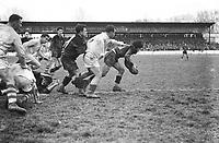 Le 5 Février 1950. Vue d'une phase de jeu entre le Stade Toulousain et l'équipe de Pau au stade du Hameau à Pau.
