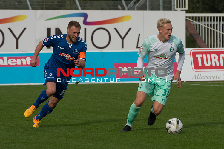 11.10.2020, Marschwegstadion, Oldenburg, GER, RL Nord,, Gruppe Süd VfB Oldenburg vs SV Werder Bremen U23,  DFL regulations prohibit any use of photographs as image sequences and/or quasi-video, im Bild<br /> Julian RIECKMANN (SV Werder Bremen U23 #33 ) Max WEGNER (VfB Oldenburg #9 )<br /> <br /> Foto © nordphoto / Rojahn