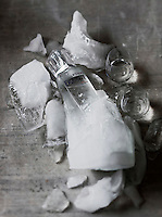 Europe/Pologne/Poznan: Distillerie Polmos: Vodka Wyborowa  Exquisite -vodka distillée à partir de seigle  doré - Stylisme : Valérie LHOMME