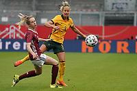 Kathrin Hendrich (Deutschland, Germany) gegen Alvi Luik (Australien, Australia) - 10.04.2021 Wiesbaden: Deutschland vs. Australien, BRITA Arena, Frauen, Freundschaftsspiel
