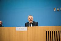 """Dr. Felix Klein, Beauftragter der Bundesregierung fuer juedisches Leben in Deutschland und den Kampf gegen Antisemitismus, Prof. Matitjahu Kellig, Vorsitzender des Vorstandes von Toleranz-Tunnel e. V. und Helge Lindh, FDP-MdB stellten am Montag den 25. Januar 2021 in Berlin stellten anlaesslich des internationalen Gedenktag fuer die Opfer des Nationalsozialismus (dem 27.Januar) das Projekt """"Toleranz Tunnel"""" vor.<br /> Das Projekt will innerhalb der kommenden fuenf Jahre mit zehn Toleranz-Tunneln durch die Bundesrepublik touren und dabei """"Respekt, Toleranz, Zivilcourage und Mitmenschlichkeit propagieren"""".<br /> Massgeblich an der Planung und Realisierung sind die Kreuzberger Initiative gegen Antisemitismus (KIgA) sowie die Universitaet Bielefeld beteiligt. Gefoerdert wird das Projekt mit 6,25 Millionen Euro von der Bundesregierung.<br /> Der erste Tunnel soll im September 2021 in Detmold eroeffnet werden.<br /> Im Bild: Dr. Felix Klein.<br /> 25.1.2021, Berlin<br /> Copyright: Christian-Ditsch.de"""