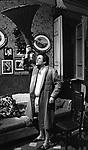 """RENATO POZZETTO SUL SET DEL FILM """"DUE CUORI, UNA CAPPELLA"""" 1975"""