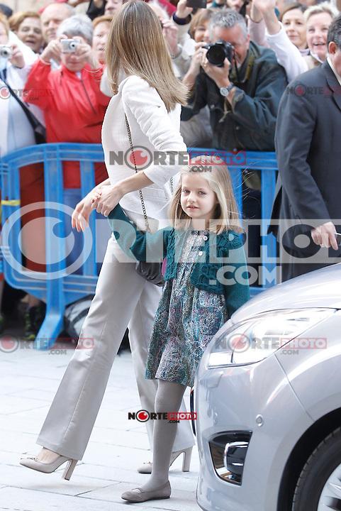 Princess Leonor and Princess Letizia at Easter mass at the Cathedral, Palma de Mallorca.08.03.2012(*Crédito:Covacs*cara*a*cara/Mediapunchinc/NortePhoto.com)<br /> **SOLO*VENTA*EN*MEXiCO**