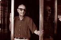 Gesualdo Bufalino è stato uno scrittore, poeta, aforista italiano. Libri, cultura italiana. Per gran parte della vita insegnante, si è rivelato tardivamente, nel 1981, all'età di 61 anni con il romanzo Diceria dell'untore, Comiso, 12 agosto 1987. Photo by Leonardo Cendamo/Gettyimages