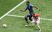 MOSCU - RUSIA, 15-07-2018: Paul POGBA (Izq) jugador de Francia disputa el balón con Ivan RAKITIC (Der) jugador de Croacia durante partido por la final de la Copa Mundial de la FIFA Rusia 2018 jugado en el estadio Luzhnikí en Moscú, Rusia. / Paul POGBA (L) player of France fights the ball with Ivan RAKITIC (R) player of Croatia during match of the final for the FIFA World Cup Russia 2018 played at Luzhniki Stadium in Moscow, Russia. Photo: VizzorImage / Cristian Alvarez / Cont