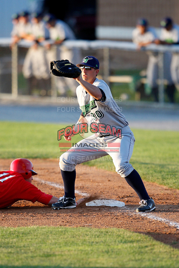 June 26, 2009:  First Baseman Richard Orton of the Jamestown Jammers in the field during a game at Dwyer Stadium in Batavia, NY.  The Jammers are the NY-Penn League Short-Season Class-A affiliate of the Florida Marlins.  Photo by:  Mike Janes/Four Seam Images