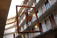Daniele Iraci. Mostra d'arte in cortile. Festa dei vicini. Art exhibition in the courtyard. Party of the neighbors. .Tipico palazzo a ringhiera di edilizia ultrapopolare nel quartiere storico di San Lorenzo, a Roma, costruito nel 1887..A typical building of banister, ultrapopolare building in the historic quarter of San Lorenzo, in Rome, built in 1887..