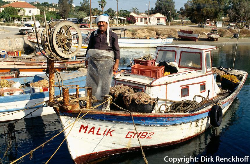 Fischer im Hafen von Bogaz, Nordzypern............