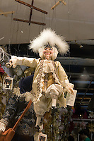 Marionette in vetrina in un negozio di Venezia.<br /> Marionettes displayed at a window shop in Venice.<br /> UPDATE IMAGES PRESS/Riccardo De Luca