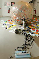 Vivien ROUBAUD - Azote, deux-cent-vingt volts ventilation, wateball, tracts d'artiste dans le cadre de Cure d'Azote, 2014