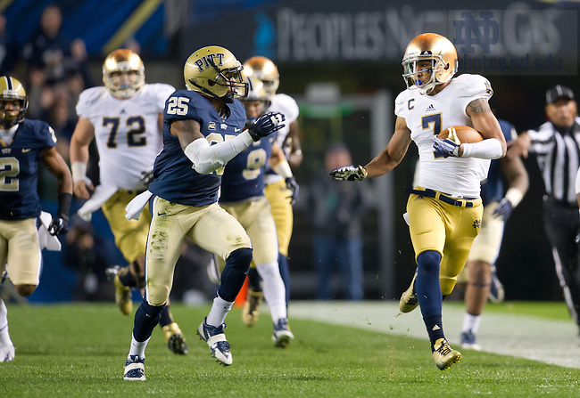 Nov. 9, 2013; TJ Jones (7) breaks free on a big run in the first quarter as Pittsburgh Panthers safety Jason Hendricks (25) pursues.