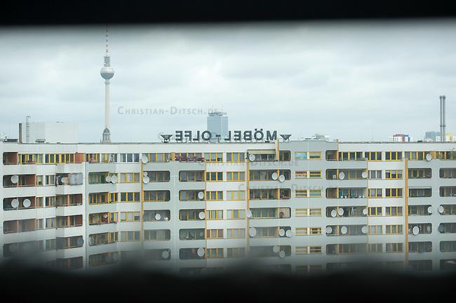 """Blick auf die Hochhaeuser am Kottbusser Tor in Berlin-Kreuzberg.<br /> Im Bild: Werbung fuer ein ehemaliges Moebelgeschaeft am sog. """"Kotti"""". Heute ist der Schriftzug ein Wahrzeichen am Kottbusser Tor und Werbung fuer eine Szenekneipe. <br /> 10.9.2014, Berlin<br /> Copyright: Christian-Ditsch.de<br /> [Inhaltsveraendernde Manipulation des Fotos nur nach ausdruecklicher Genehmigung des Fotografen. Vereinbarungen ueber Abtretung von Persoenlichkeitsrechten/Model Release der abgebildeten Person/Personen liegen nicht vor. NO MODEL RELEASE! Don't publish without copyright Christian-Ditsch.de, Veroeffentlichung nur mit Fotografennennung, sowie gegen Honorar, MwSt. und Beleg. Konto: I N G - D i B a, IBAN DE58500105175400192269, BIC INGDDEFFXXX, Kontakt: post@christian-ditsch.de<br /> Urhebervermerk wird gemaess Paragraph 13 UHG verlangt.]"""