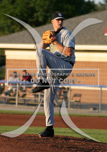 August 18, 2003:  Pitcher Joe Weaver of the Mahoning Valley Scrappers during a game at Dwyer Stadium in Batavia, New York.  Photo by:  Mike Janes/Four Seam Images