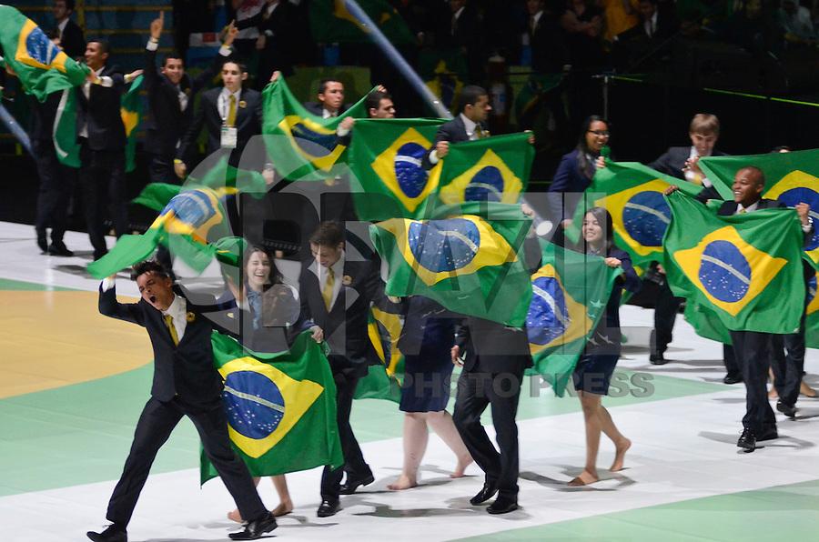 SÃO PAULO,SP, 11.08.2015 – ABERTURA WORLDSKILLS 2015 – Cerimônia de abertura do Worldskills 2015, no Ginásio do Ibirapuera em São Paulo, na noite desta terça feira, 11. O Brasil é a sede da 43ª edição da WorldSkills Competition, a maior Competição de educação profissional do mundo. O evento será realizado de 12 a 15 de agosto no Anhembi Parque, em São Paulo, e reunirá aproximadamente 1.200 jovens competidores de mais de 60 países e regiões, que disputarão o título de melhor profissional do mundo em 50 ocupações técnicas, como robótica, tornearia a CNC, desenho mecânico, soldagem, construção de moldes, eletricidade industrial, web design e confeitaria. (Foto: Levi Bianco / Brazil Photo Press)