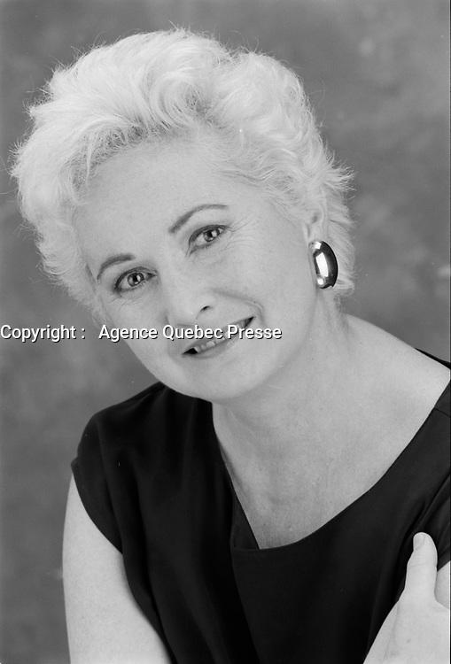 Portrait studio exclusif de la comedienne<br /> Louisette Dussault<br /> , vers 1990<br /> <br /> PHOTO :  Agence Quebec Presse