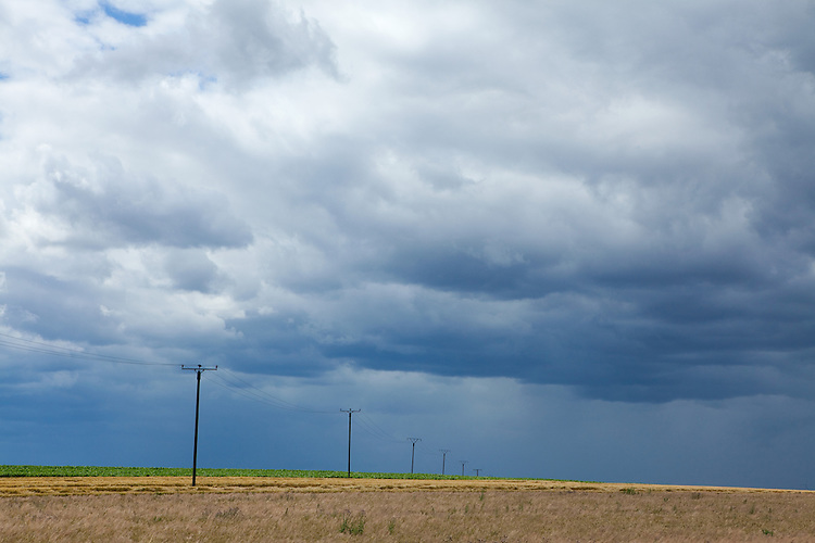 Europa, DEU, Deutschland, Rheinland-Pfalz, Maifeld, Muenstermaifeld, Agrarlandschaft, Himmel, Wolken, Regenwolken, Kategorien und Themen, Natur, Umwelt, Landschaft, Jahreszeiten, Stimmungen, Landschaftsfotografie, Landschaften, Landschaftsphoto, Landschaftsphotographie, Wetter, Himmel, Wolken, Wolkenkunde, Wetterbeobachtung, Wetterelemente, Wetterlage, Wetterkunde, Witterung, Witterungsbedingungen, Wettererscheinungen, Meteorologie, Bauernregeln, Wettervorhersage, Wolkenfotografie, Wetterphaenomene, Wolkenklassifikation, Wolkenbilder, Wolkenfoto....[Fuer die Nutzung gelten die jeweils gueltigen Allgemeinen Liefer-und Geschaeftsbedingungen. Nutzung nur gegen Verwendungsmeldung und Nachweis. Download der AGB unter http://www.image-box.com oder werden auf Anfrage zugesendet. Freigabe ist vorher erforderlich. Jede Nutzung des Fotos ist honorarpflichtig gemaess derzeit gueltiger MFM Liste - Kontakt, Uwe Schmid-Fotografie, Duisburg, Tel. (+49).2065.677997, archiv@image-box.com, www.image-box.com]