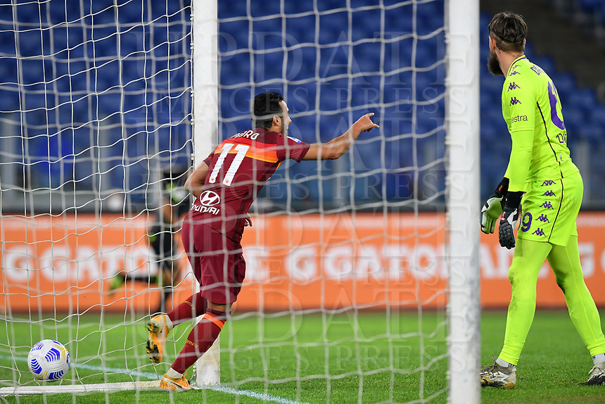 Football, Serie A: AS Roma - Fiorentina, Olympic stadium, Rome, November 1, 2020. <br /> Roma's Pedro Rodriguez (l) celebrates after scoring and Fiorentina's goalkeeper Bartlomiej Dragowski (r) during the Italian Serie A football match between Roma and Fiorentina at Olympic stadium in Rome, on November 1, 2020. <br /> UPDATE IMAGES PRESS/Isabella Bonotto