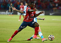 MEDELLÍN - COLOMBIA, 27-07-2017: Edinson Tolosa (Der) jugador de Independiente Medellin de Colombia disputa el balón con Ricardo Noir (Izq) jugador de Racing Club de Argentina, durante partido por la segunda fase, llave 1, de la Copa CONMEBOL Sudamericana 2017  jugado en el estadio Atanasio Girardot de la ciudad de Medellín. / Edinson Tolosa (R) player of Independiente Medellin of Colombia fights for the ball with Ricardo Noir (L) player of Racing Club of Argentina during the match for the second phase, key 1, of the Copa CONMEBOL Sudamericana 2017  played at Atanasio Girardot stadium in Medellin city. Photo: VizzorImage/ León Monsalve /
