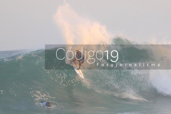 SAQUAREMA, RJ, 22.06.2019: SURF-RIO - Gabriel Medina vence Michael Bourez e avança para quartas de final do Campeonato Mundial de Surf na praia de Itaúna,  Saquarema, estado do Rio de Janeiro, neste sábado. (Foto: Ellan Lustosa / Código19)