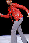 EIKON..Chorégraphie : Raphaëlle Delaunay..Interprétation :..Laurent Cabrol, Raphaëlle Delaunay,..Mani Asumani Mungai, Asha Thomas..Arrangements, compositions originales et régie son :..Pierre Boscheron..Lumières : Maël guiblin..Costumes : elsa De WiTTe..Compagnie Cie Traces / Raphaëlle Delaunay..Lieu : Centre National de la Danse - CND..Ville : PANTIN..le 18/01/2012..© Laurent Paillier / photosdedanse.com..All rights reserved