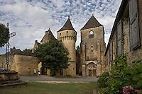 Europe/France/Aquitaine/24/Dordogne/Saint-Geniès: L 'église et le Château du XV