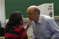 ATENÇÃO EDITOR: FOTO EMBARGADA PARA VEÍCULOS INTERNACIONAIS. SAO PAULO, SP, 25 DE OUTUBRO DE 2012.  ELEIÇAO 2012 SAO PAULO - 2 TURNO -VOTACAO .  O candidato do PSDB a prefeitura de Sao Paulo, Jose Serra,   vota na manhã deste domingo no colégio Santa Cruz, no Alto de Pinheiros, zona oeste da capital paulista . FOTO ADRIANA SPACA - BRAZIL PHOTO PRESS