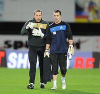 KV Kortrijk : Philippe Vande Walle in gesprek met doelman Damien Lahaye.foto VDB / BART VANDENBROUCKE