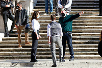 Actors Tom Cruise and Hayley Atwell with the film director Christopher McQuarrie on the Spanish steps on set of the film Mission Impossible 7 at Spagna square, just under the Spanish steps.<br /> Rome (Italy), November 22nd 2020<br /> Photo Samantha Zucchi Insidefoto