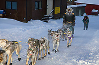 Jeff King arrives in Ruby early morning in -30 temps musher & team frosted up 2006 Iditarod AK Interior