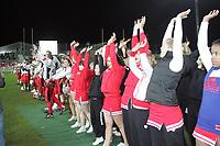 Mannschaft und Cheerleader der Stuttgart Scorpions bedanken sich bei den Fans für die Unterstützung