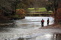 Pictured: Divers search river Ogmore near Stormy Down, Wales, UK. Tuesday 22 November 2016<br />
