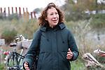 Foto: VidiPhoto<br /> <br /> ROTTERDAM – Landschapsontwerpers van OD205, Marjan Ketner (bruin haar) en Feline Verbrugge, op het Eiland van Brienenoord.