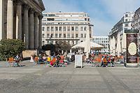 Die Auswirkungen der Corona-Krise sind zwei Tage nach Inkrafttreten der Anordnung des Senats, wonach Cafes, Kneipen, Museen, Ausstellungen, die Oper, die Universitaeten geschlossen wurden, im oeffentlichen Leben sichtbar. Bei Touristen beliebte Ausflugsziele und Plaetze sind verwaist.<br /> Im Bild: Ein geoeffnetes Strassencafe am Gendarmenmarkt in Berlin-Mitte mit nur wenigen Gaesten.<br /> 16.3.2020, Berlin<br /> Copyright: Christian-Ditsch.de<br /> [NUR FUER REDAKTIONELLE ZWECKE! Werbung nur auf Anfrage beim Fotografen. Inhaltsveraendernde Manipulation des Fotos nur nach ausdruecklicher Genehmigung des Fotografen. Vereinbarungen ueber Abtretung von Persoenlichkeitsrechten/Model Release der abgebildeten Person/Personen liegen nicht vor. NO MODEL RELEASE! Don't publish without copyright Christian-Ditsch.de, Veroeffentlichung nur mit Fotografennennung, sowie gegen Honorar, MwSt. und Beleg. Konto: I N G - D i B a, IBAN DE58500105175400192269, BIC INGDDEFFXXX, Kontakt: post@christian-ditsch.de<br /> Bei der Bearbeitung der Dateiinformationen darf die Urheberkennzeichnung in den EXIF- und  IPTC-Daten nicht entfernt werden, diese sind in digitalen Medien nach §95c UrhG rechtlich geschuetzt. Der Urhebervermerk wird gemaess §13 UrhG verlangt.]
