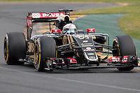 March 14, 2015: Romain Grosjean (FRA) #8 from the Lotus F1 Team rounds turn two during qualification at the 2015 Australian Formula One Grand Prix at Albert Park, Melbourne, Australia. Photo Sydney Low