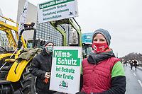 """""""Wir haben es satt!""""-Protest am Samstag den 16 Januar 2021 in Berlin.<br /> Im Bild: Bauern und Baeuerinnen aus Berlin und Brandenburg fuhren mit mehreren dutzend Traktoren vor die CDU-Zentrale in Berlin Tiergarten um fuer eine gerechtere Agrarpolitik zu demonstrieren. Sie forderten eine Politik fuer den Erhalt ihrer Hoefe, eine Politik fuer artgerechte Tierhaltung und konsequenten Klimaschutz.<br /> 16.1.2021, Berlin<br /> Copyright: Christian-Ditsch.de"""