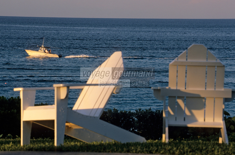 "Iles Bahamas / New Providence et Paradise Island / Nassau: Hotel ""One & Only Océan Club"" fauteuils de jardin et océan // Bahamas Islands / New Providence and Paradise Island / Nassau: Hotel ""One & Only Ocean Club"" Garden and Ocean Chairs"