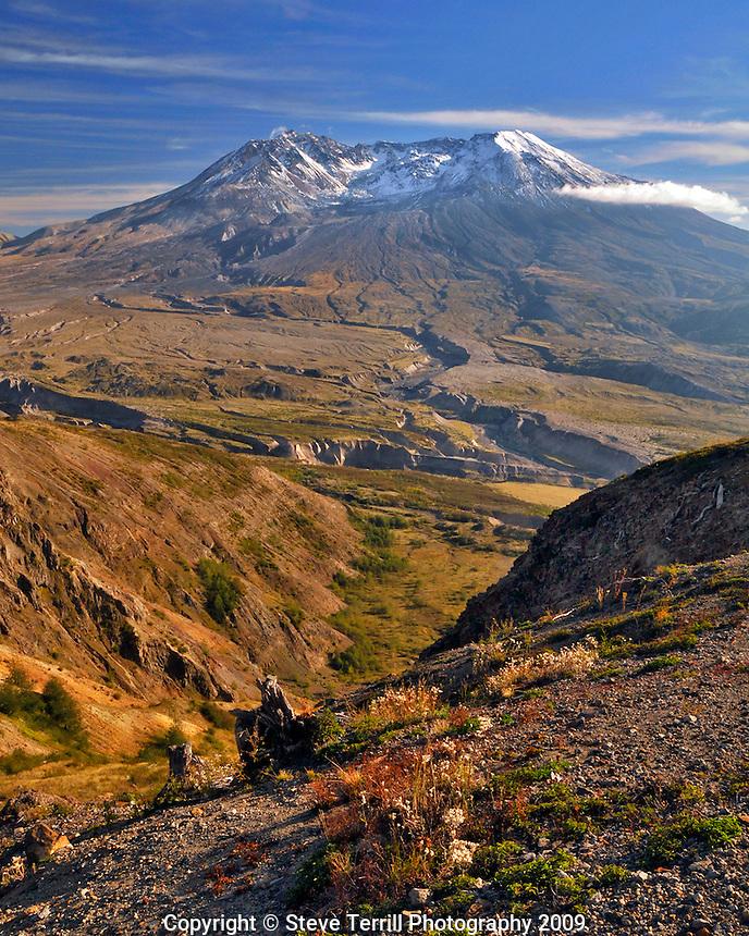 Mt St Helens from Johnston Ridge in Mt St Helens National Volcanic Monument, Washington