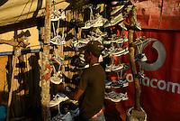 TANZANIA Geita, artisanal gold mining in Mgusu, where about 4000 people live and work, main road with shops, bars and market / TANSANIA Geita, kleine Goldminen in Mgusu, hier leben und arbeiten ca. 4000 Menschen, Hauptstrasse mit Laeden, Bars und Markt