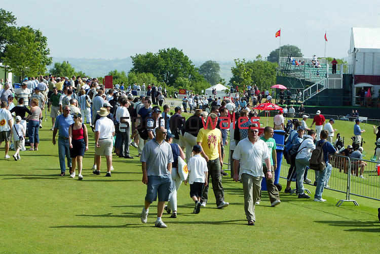 Spectators on the range..Wales Open 2004.Celtic Manor Resort - Wentwood Hills.©Steve Pope.Sportingwales.com.07798 83 00 89.The Manor .Coldra Woods.Newport.South Wales.NP18 1HQ